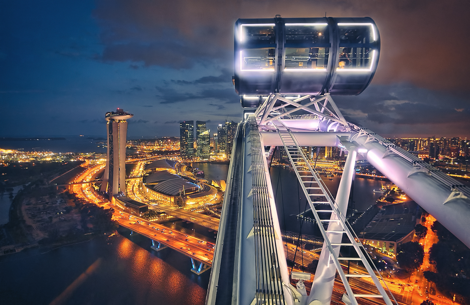 Capsule of the Singapore Flyer